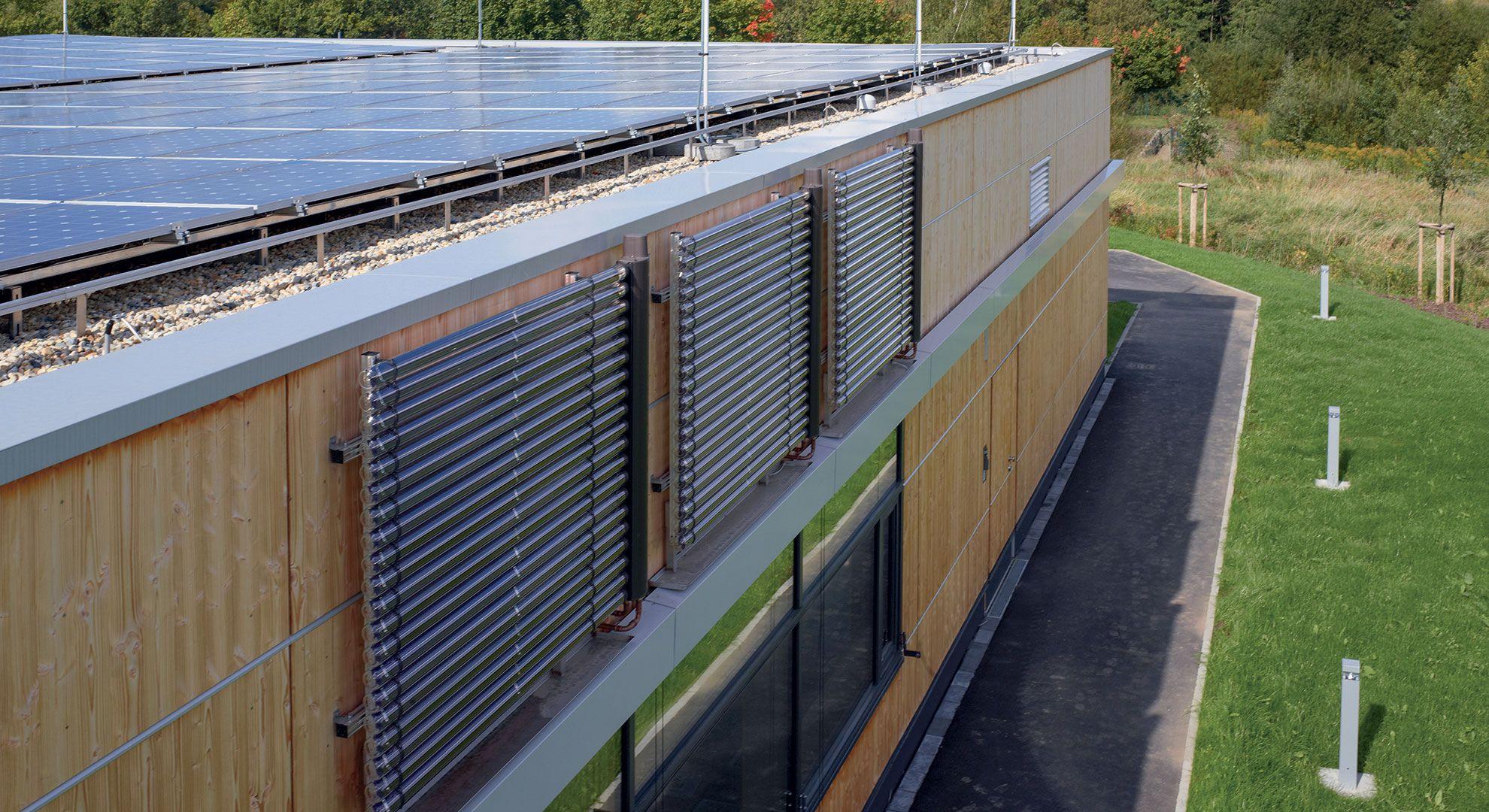 Pannelli Solari Termici Da Balcone pannello solare termico: piano o sottovuoto
